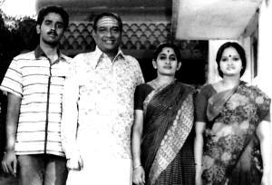 Vijay Siva with his guru D.K.Jayaraman and family.