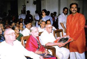 Vijay Siva receives the Kalki Memorial Award from Semmangudi Srinivasa Iyer in 1996. Also seen are M.S. Subbulakshmi and Sadasivam.