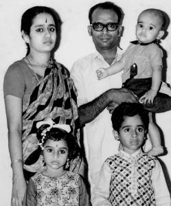 Young Vijay with parents Akhila and A.N.Siva and siblings Manoj and Poorna