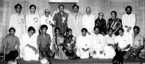 First anniversary celebrations of YACM in 1986. Vijay Siva (Secretary) with B.Kannan (President), Unnikrishnan, Shriram Kumar, J.Balaji, Ghatam Suresh and others. Also seen are maestros Semmangudi Srinivasa Iyer, M.S.Subbulakshmi and Sadasivam, Yesudas and Padma Subramanyam.