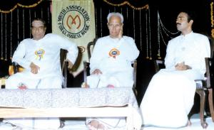 Vijay Siva with his guru D.K.Jayaraman and Sankara Menon during the valedictory function of YACM's anniversary in 1990.