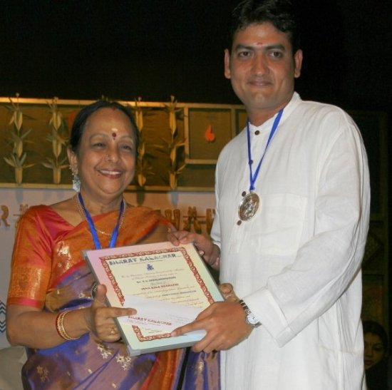 K.V. Gopalakrishnan receiving the Yuva Kala Bharathi in 2007