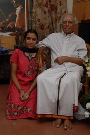 Krithika Natarajan with her guru Shri Lalgudi Jayaraman