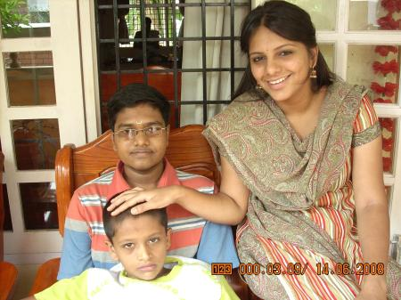Sriranjani with her brother Shankar Prasad (on lap) and cousin vocalist Gokul Chandramouli
