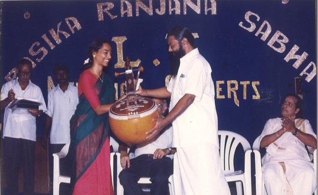 award-from-sri-karaikudi-mani-r-r-sabha-trichy