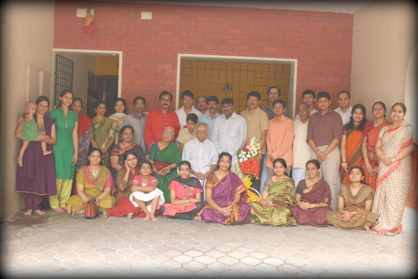 Lalgudi Shri Jayaraman with his wife, daughter (Lalgudi Smt. Vijayalakshmi), son (Lalgudi Shri G.J.R. Krishnan) and disciples